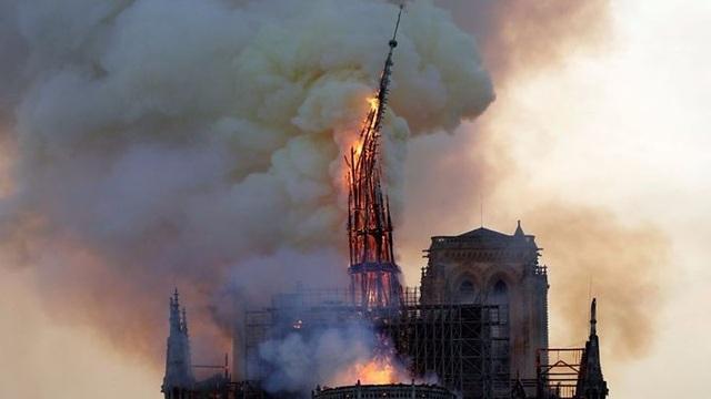 Pháp kêu gọi các kiến trúc sư toàn cầu thiết kế lại tháp Nhà thờ Đức bà Paris - 1