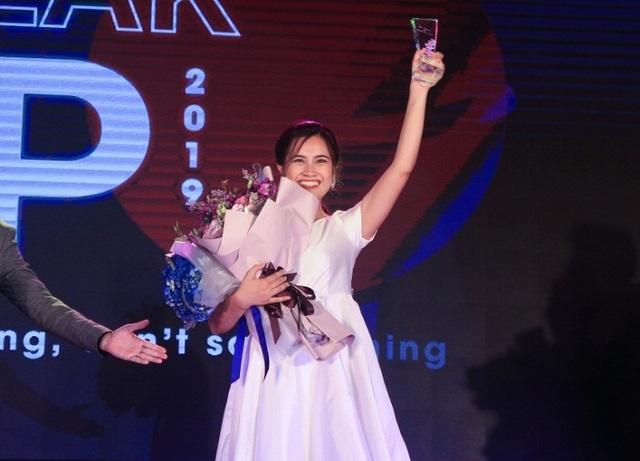 Nữ sinh trường Báo khéo ứng biến giành Quán quân cuộc thi dẫn chương trình - 2
