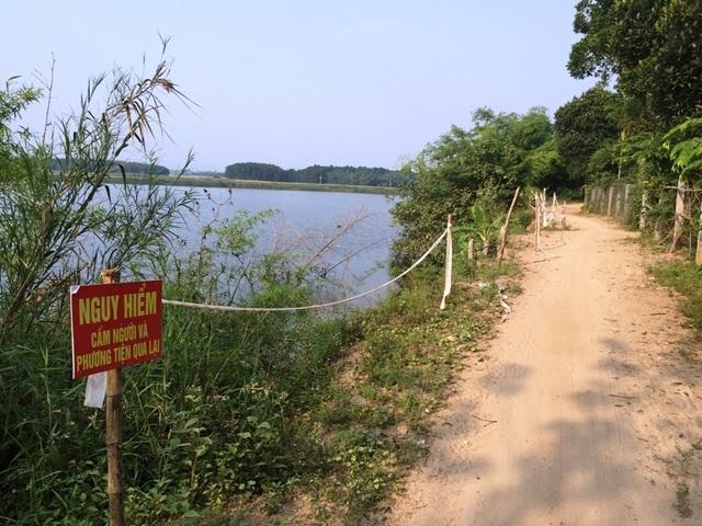 Sạt lở đe dọa hàng chục hộ dân bên bờ sông Thạch Hãn - 1