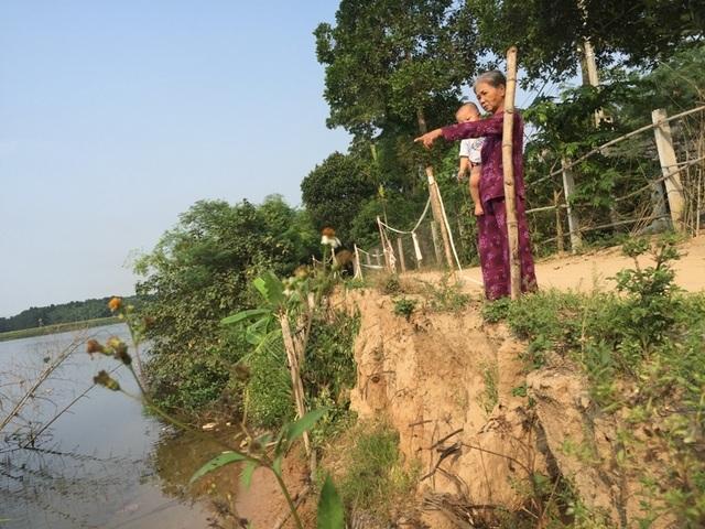 Sạt lở đe dọa hàng chục hộ dân bên bờ sông Thạch Hãn - 6