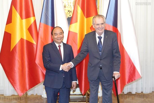 Thủ tướng Nguyễn Xuân Phúc hội kiến Tổng thống Cộng hòa Séc - 1
