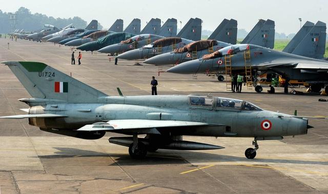Kho vũ khí đồ sộ mua của Nga trong quân đội Ấn Độ - 4