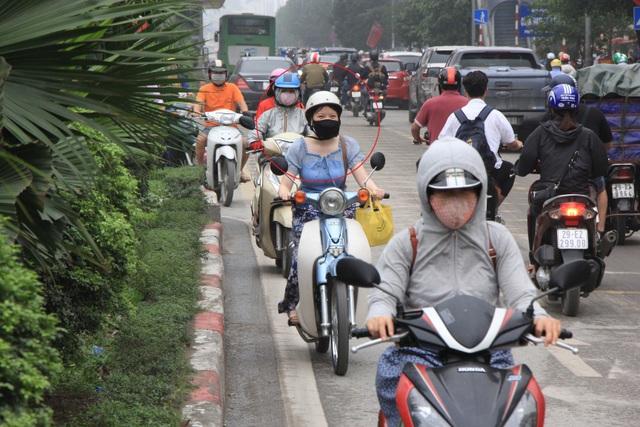 Hà Nội: Xe máy lũ lượt đi ngược chiều trên làn BRT - 5