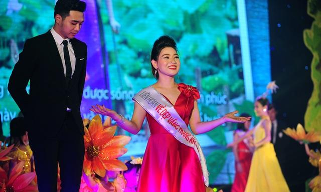 Cô gái không may mất một chân đăng quang Hoa khôi Vầng trăng khuyết - 11