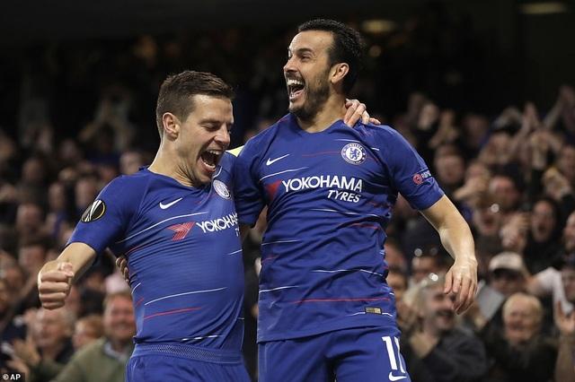 Arsenal loại Napoli, Chelsea đi tiếp trong trận cầu 7 bàn thắng - 2