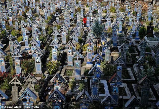 Nghĩa trang kỳ lạ với những tấm bia mộ hài hước - 1