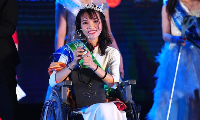 Cô gái không may mất một chân đăng quang Hoa khôi Vầng trăng khuyết - 9