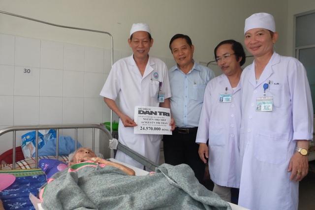 Đà Nẵng: Trao hơn 24 triệu đến hai cụ bà xin sống những ngày cuối đời trong bệnh viện - 1