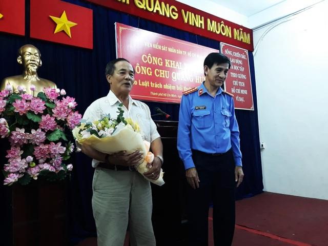 Bị oan 10 năm, người đàn ông ở Sài Gòn đòi... 1 đồng danh dự - 1