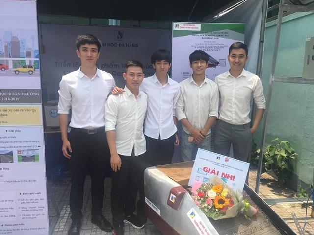 Sinh viên sáng chế máy thu gom rác thải ở biển - 1