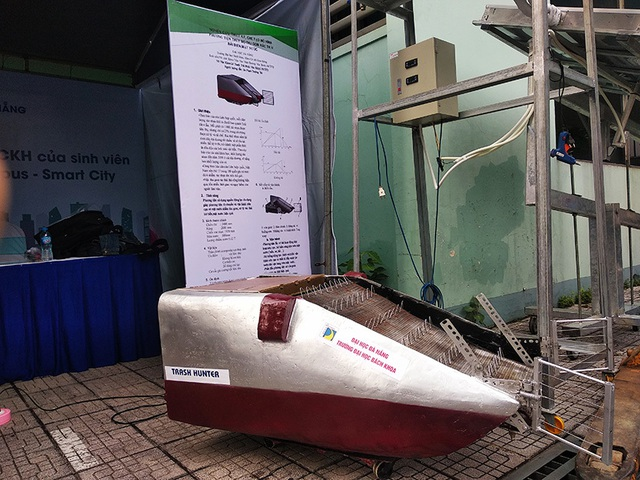 Sinh viên sáng chế máy thu gom rác thải ở biển - 2