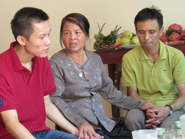 Nghẹn ngào cuộc gặp gỡ của người mẹ có con hiến giác mạc và người đàn ông được nhận
