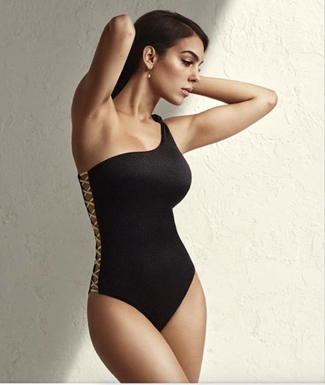 Bạn gái C.Ronaldo toả sáng với loạt ảnh bikini đầy quyến rũ - 2
