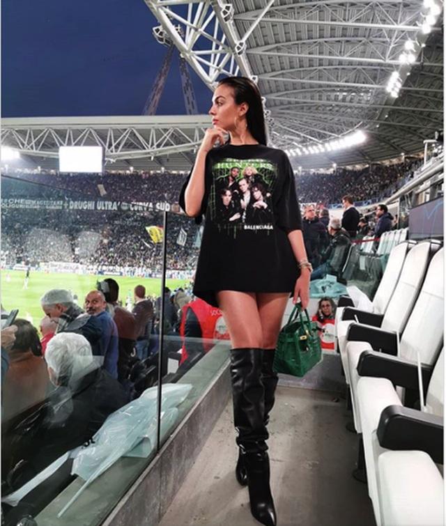 Bạn gái C.Ronaldo toả sáng với loạt ảnh bikini đầy quyến rũ - 3