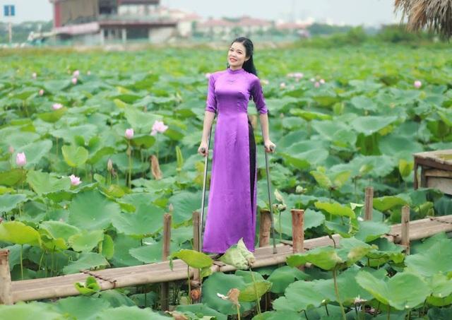 Cô gái không may mất một chân đăng quang Hoa khôi Vầng trăng khuyết - 5