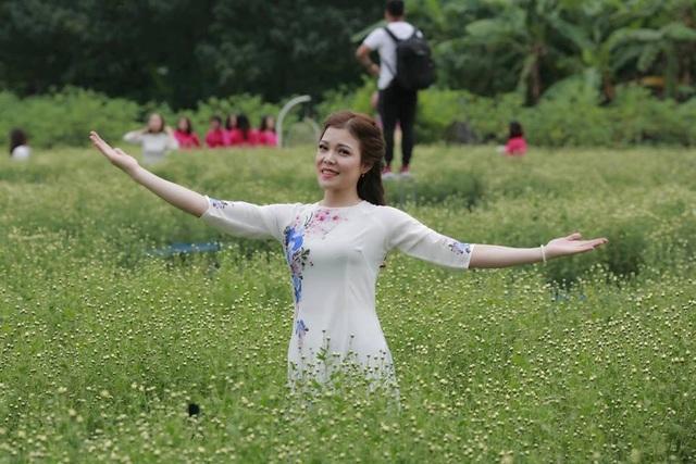 Cô gái không may mất một chân đăng quang Hoa khôi Vầng trăng khuyết - 4