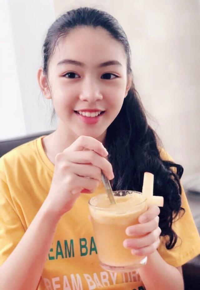 Con gái Quyền Linh ra dáng thiếu nữ xinh đẹp dịu dàng như Hoa hậu tương lai - 1