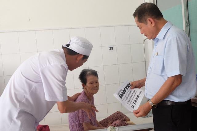 Đà Nẵng: Trao hơn 24 triệu đến hai cụ bà xin sống những ngày cuối đời trong bệnh viện - 2