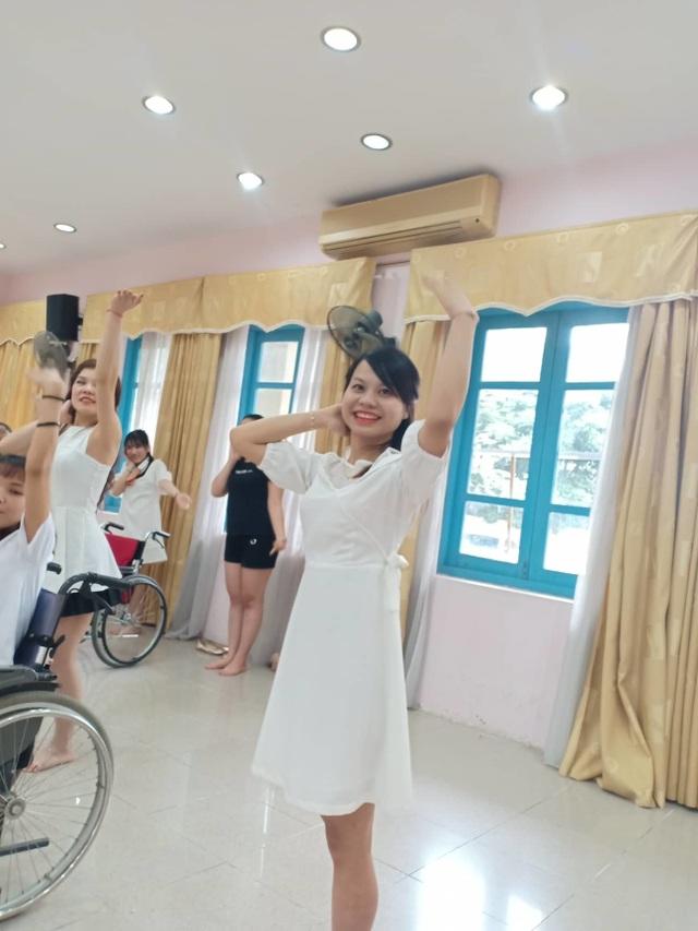 Cô gái một chân từng nổi tiếng mạng xã hội tự tin khoe sắc ở cuộc thi hoa khôi - 4