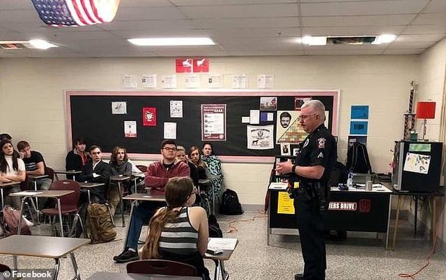 Mỹ: Học sinh được dạy kỹ năng sống bao gồm cách hành xử khi bị cảnh sát bắt - 3