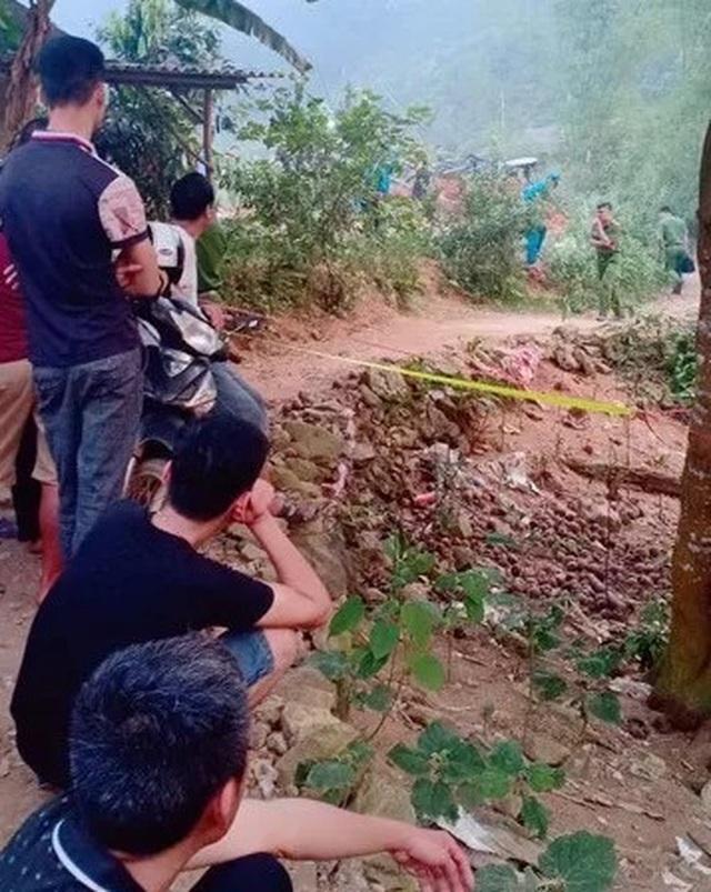 Thi thể người phụ nữ bị cuốn chăn dưới giếng nước bỏ hoang - 2