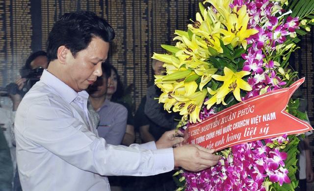 Thủ tướng, Chủ tịch Quốc hội gửi vòng hoa tri ân các anh hùng liệt sĩ tại Ngã ba Đồng Lộc - 2