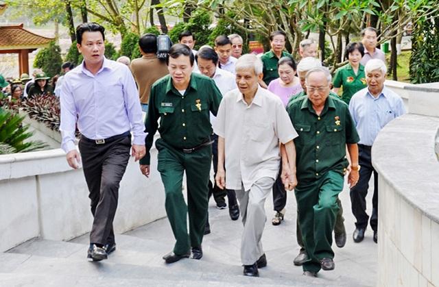 Thủ tướng, Chủ tịch Quốc hội gửi vòng hoa tri ân các anh hùng liệt sĩ tại Ngã ba Đồng Lộc - 1