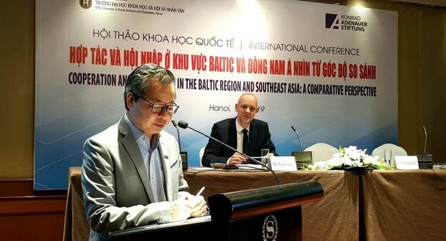 Các giáo sư nước ngoài đến Việt Nam bàn luận về đảm bảo an ninh phát triển khu vực ASEAN - 1