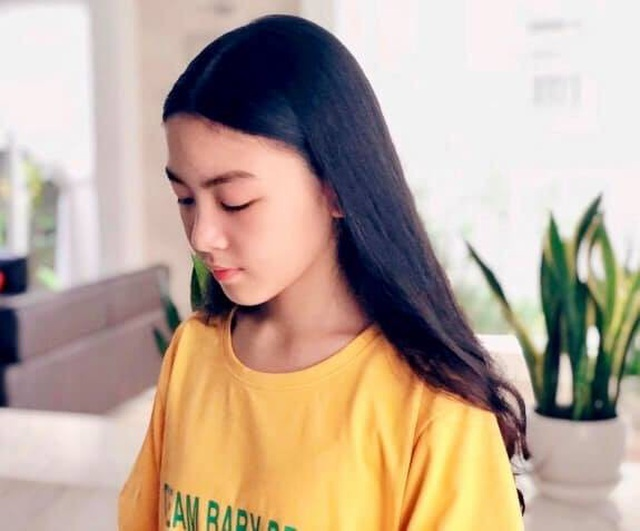 Con gái Quyền Linh ra dáng thiếu nữ xinh đẹp dịu dàng như Hoa hậu tương lai - 2