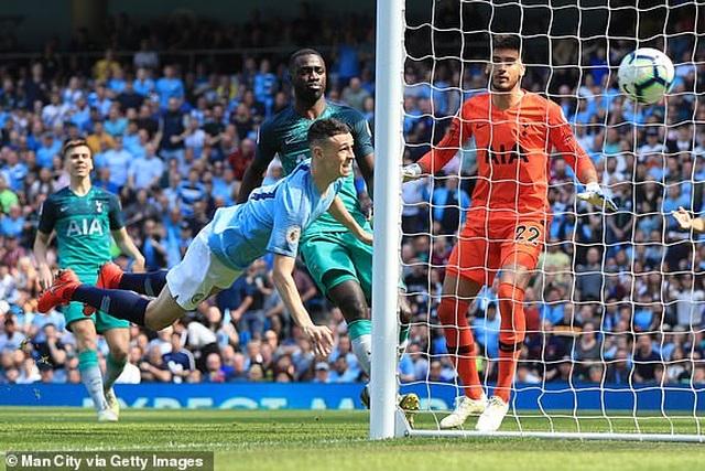 Man City 1-0 Tottenham: Bàn thắng ra mắt của tài năng trẻ Foden - 10
