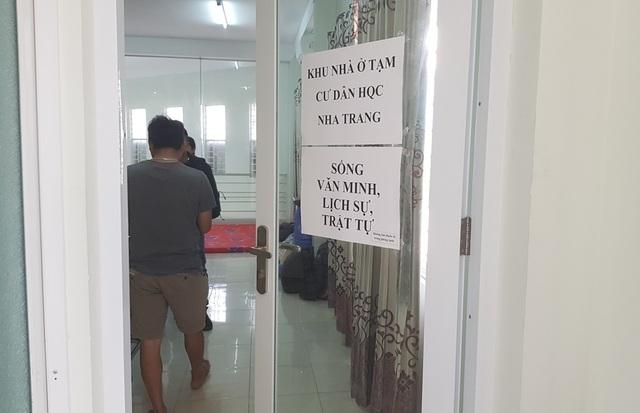 Nhà ở xã hội Hoàng Quân Nha Trang: Cư dân mang đồ đạc, chăn màn… vào ở trụ sở dự án  - 2