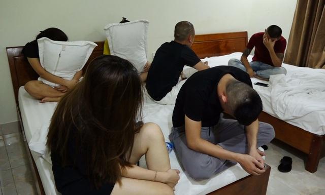 Gần 50 đối tượng sử dụng ma túy, mua bán dâm trong quán karaoke và khách sạn - 5