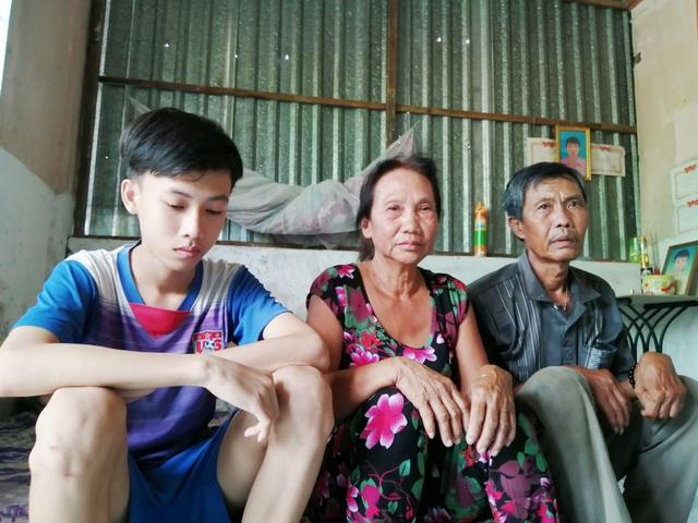 Đứa cháu hiếu thảo mồ côi mẹ bỏ học giữa chừng kiếm tiền nuôi ông và cậu bị tai biến - 12