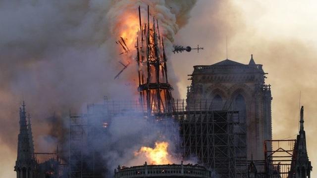 Giả thuyết mới về nguyên nhân ngọn lửa nhanh chóng phá hủy Nhà thờ Đức Bà Paris - 1