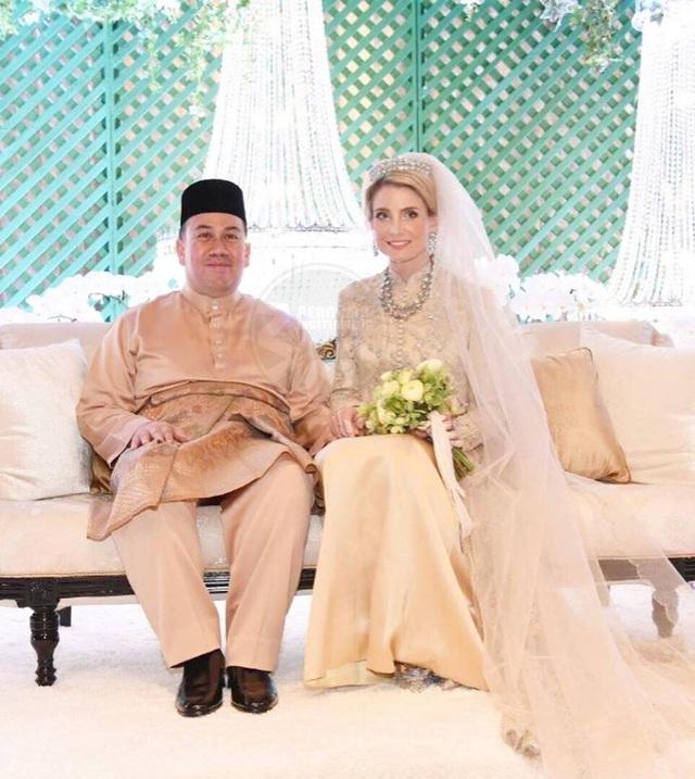Thái tử Malaysia kết hôn với nữ thường dân người Thụy Điển - 2
