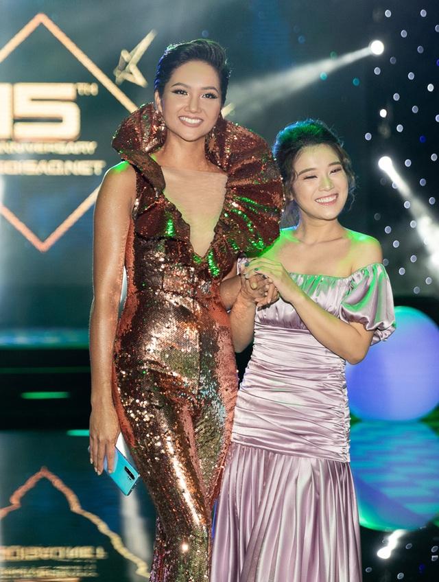 Hhen Niê biến tấu chiếc váy cũ từng gây tranh cãi tại Miss Universe - 7