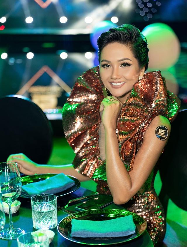 Hhen Niê biến tấu chiếc váy cũ từng gây tranh cãi tại Miss Universe - 4