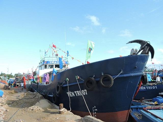 Đảo Lý Sơn thiếu xăng: Chở khẩn cấp 30.000 lít xăng ra đảo - 2