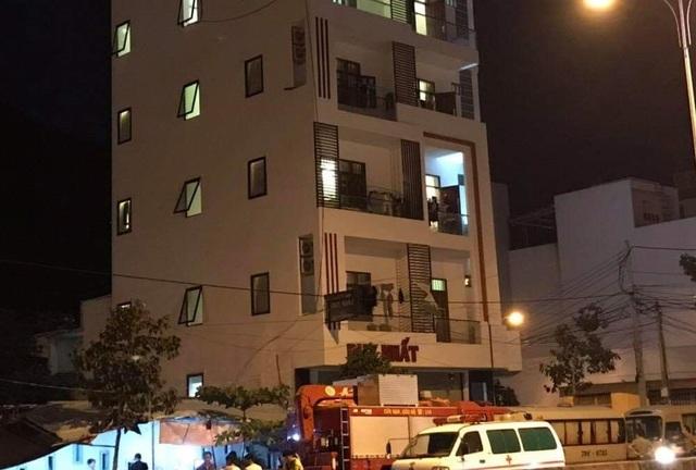 Cảnh sát khám xét căn nhà 5 tầng ở Nha Trang liên quan đến người Trung Quốc - 1