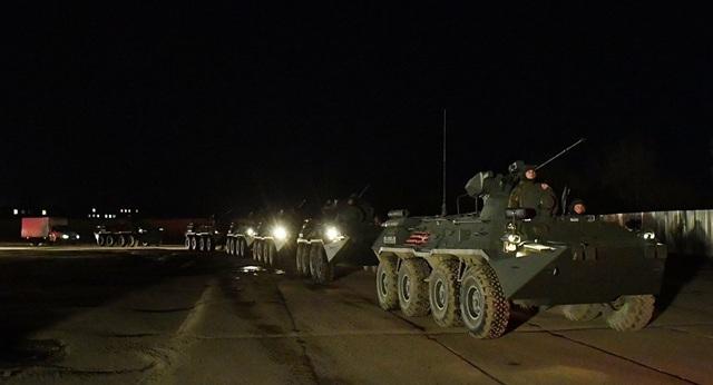 Xe quân sự Nga rầm rập đổ về Moscow - 2