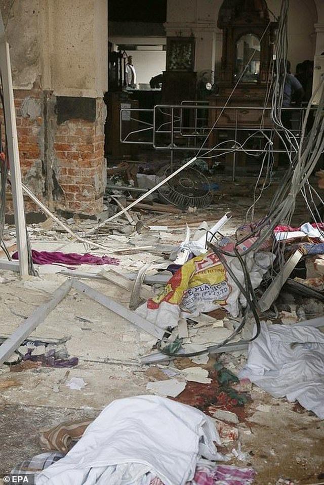 Hiện trường thảm kịch đánh bom khiến 160 người chết tại Sri Lanka - 8
