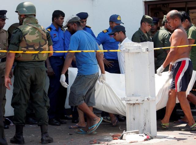 Hiện trường thảm kịch đánh bom khiến 160 người chết tại Sri Lanka - 6