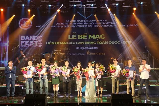 Yellow Star giành giải Xuất sắc dành cho ban nhạc có phong cách biểu diễn ấn tượng - 9