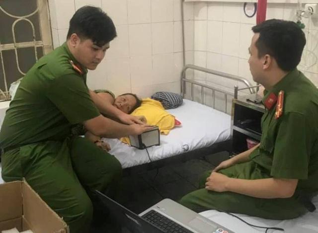 Công an vào tận giường bệnh làm căn cước cho bệnh nhân - 1