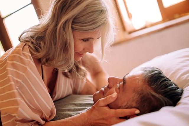Phụ nữ lớn tuổi đạt cực khoái dễ hơn dù ít quan hệ tình dục - 1