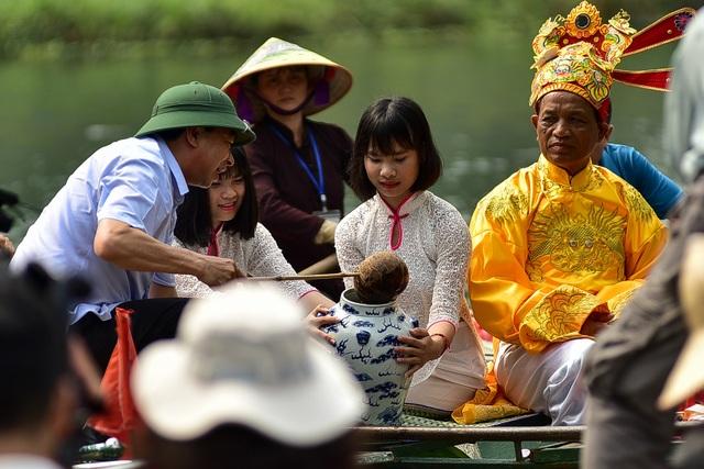Ninh Bình: Hàng nghìn người dự lễ hội Tràng An - 9