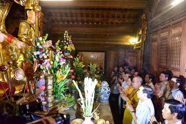 Ninh Bình: Hàng nghìn người dự lễ hội Tràng An - 11