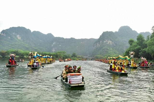 Ninh Bình: Hàng nghìn người dự lễ hội Tràng An - 4