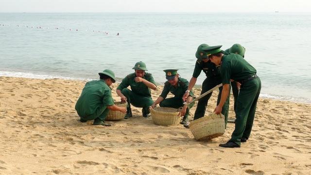 Phú Yên: Hơn 200 đoàn viên tham gia chiến dịch làm sạch bãi biển - 1
