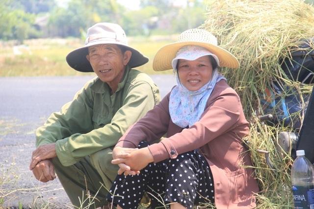 """Người dân """"xứ gió Lào"""" vã mồ hôi lao động giữa nắng nóng rát mặt! - 6"""